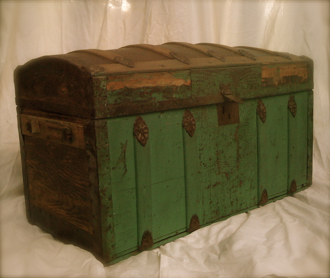 Antique Humpback Steamer Trunk Green Tin Inlays Oh Glory